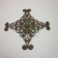 Filigree Prong Plaque